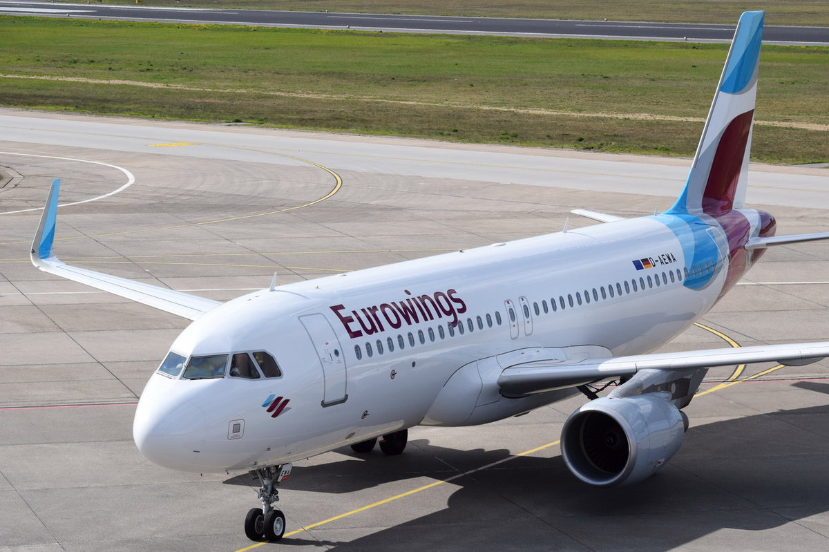 D-AEWA Eurowings Airbus A320-214(WL)   zum Gate am 20.04.2016 in Tegel