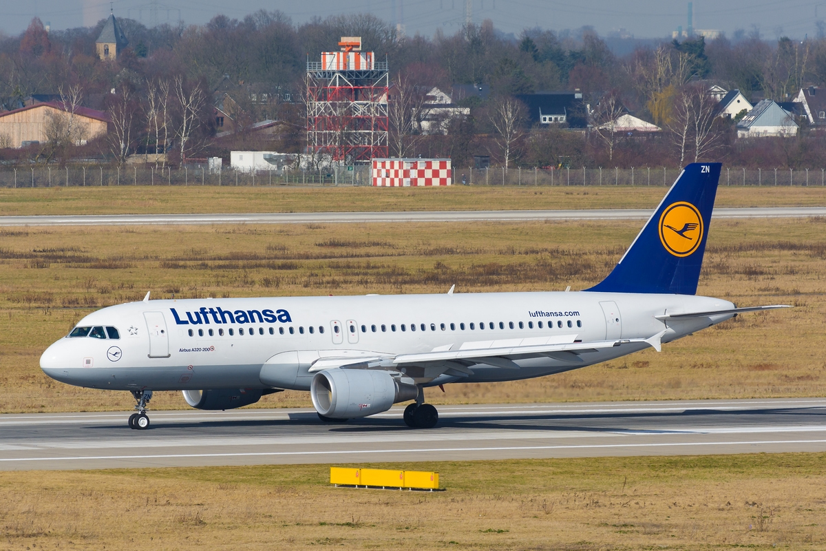 D-AIZN am 07.03.2015 in Düsseldorf.