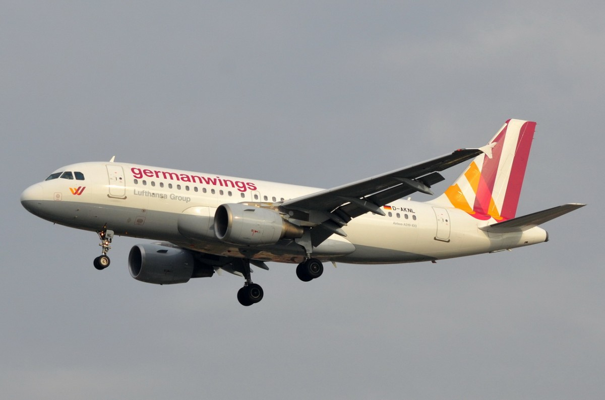 D-AKNL Germanwings Airbus A319-112   Landeanflug am 05.11.2014 auf Tegel