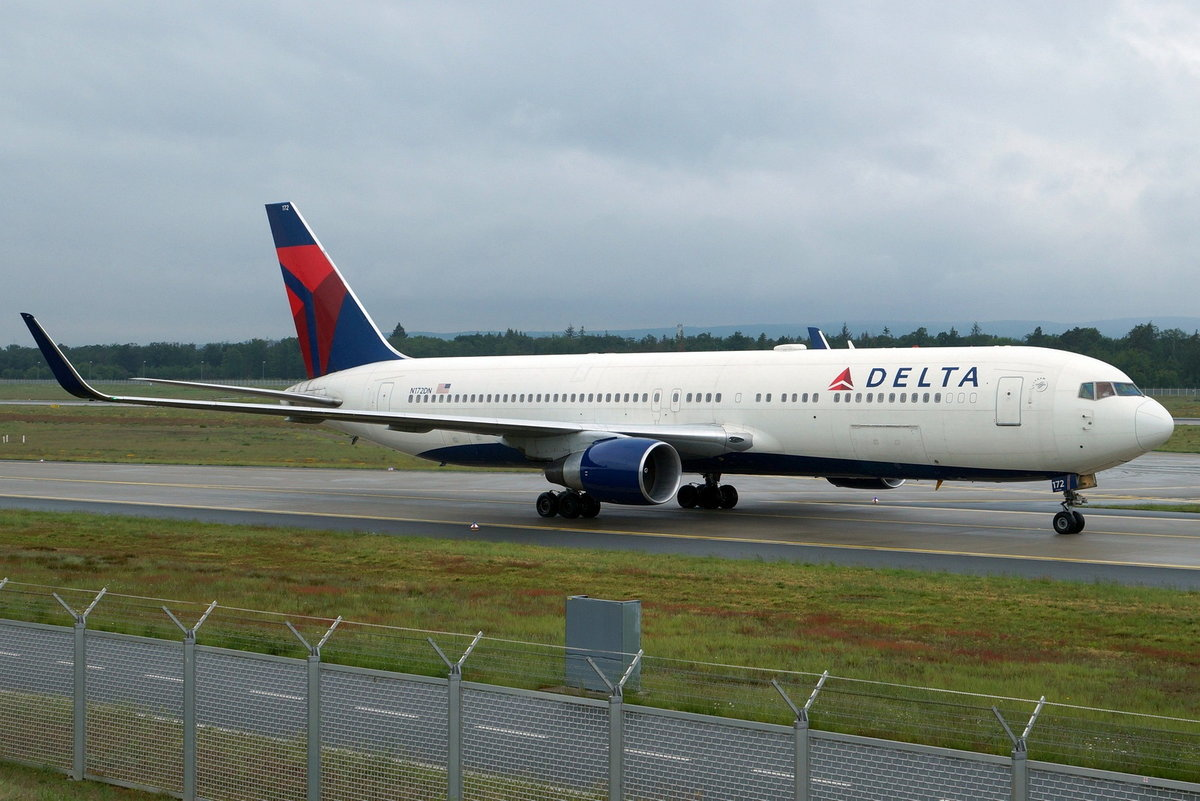 Delta Air Lines, Boeing B767-332(ER)(WL) N172DN, cn(MSN): 24775,
