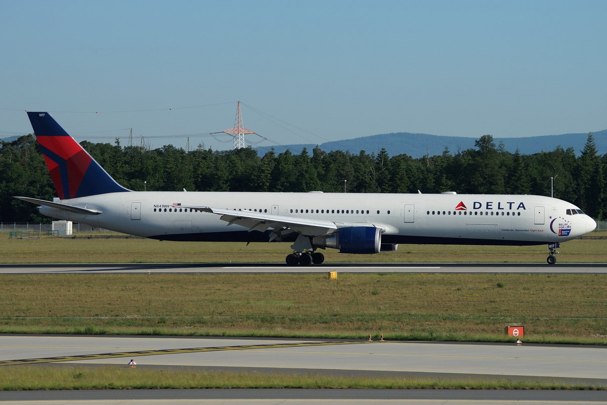 Delta Air Lines Boeing B767-432(ER) N841MH, cn(MSN): 29714, Sticker  American Cancer Society 