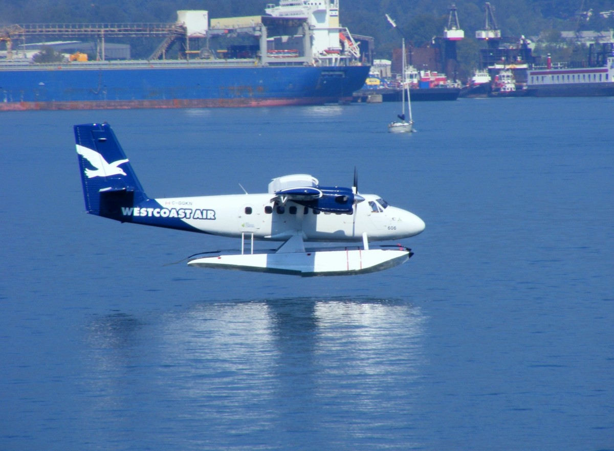 DHC-6 Twin Otter bei der Landung in Vancouver Harbour Airport (CXH) 13.9.2013