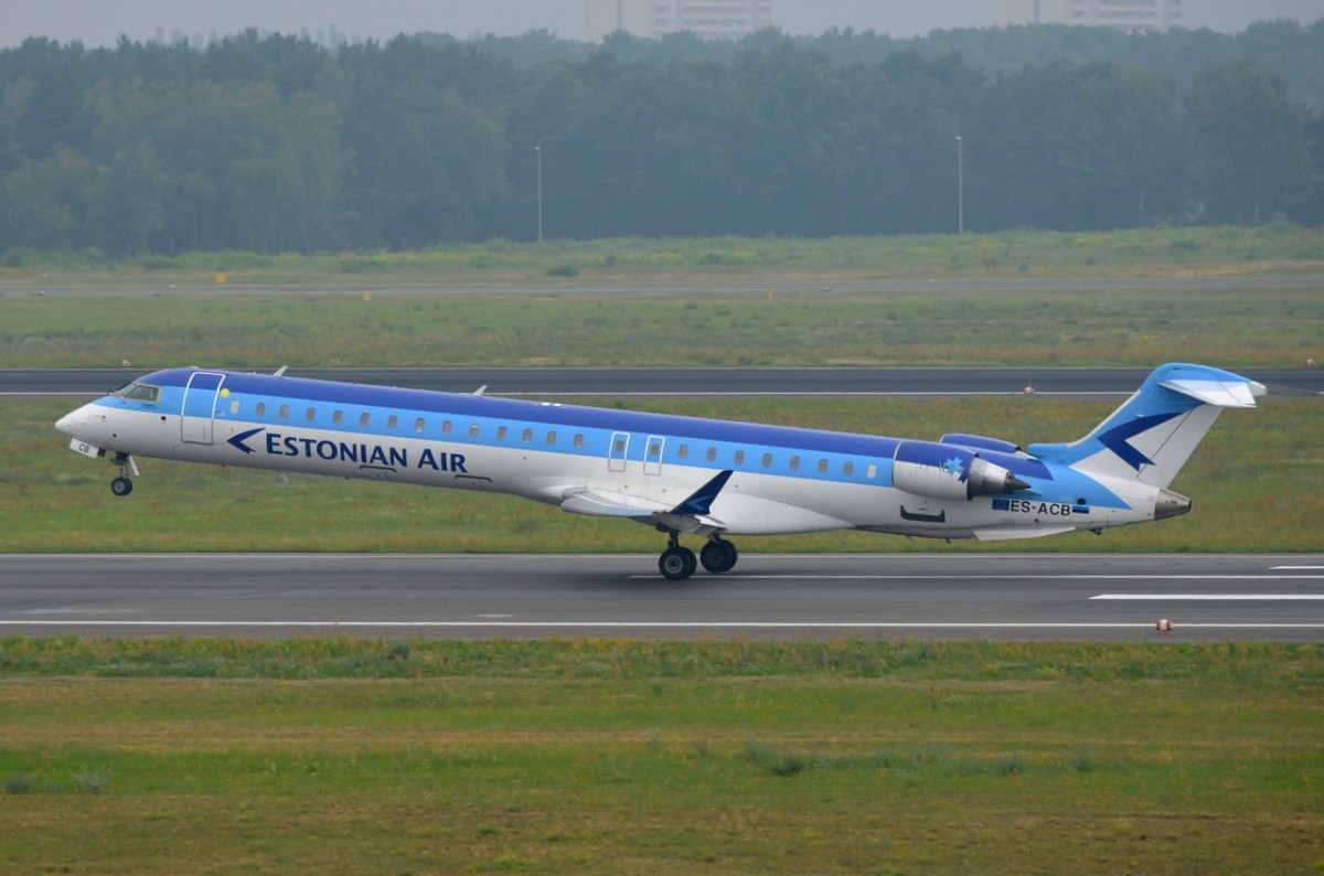 ES-ACB Estonian Air Canadair CL-600-2D24 Regional Jet CRJ-900ER    gestartet in Tegel am 30.07.2014