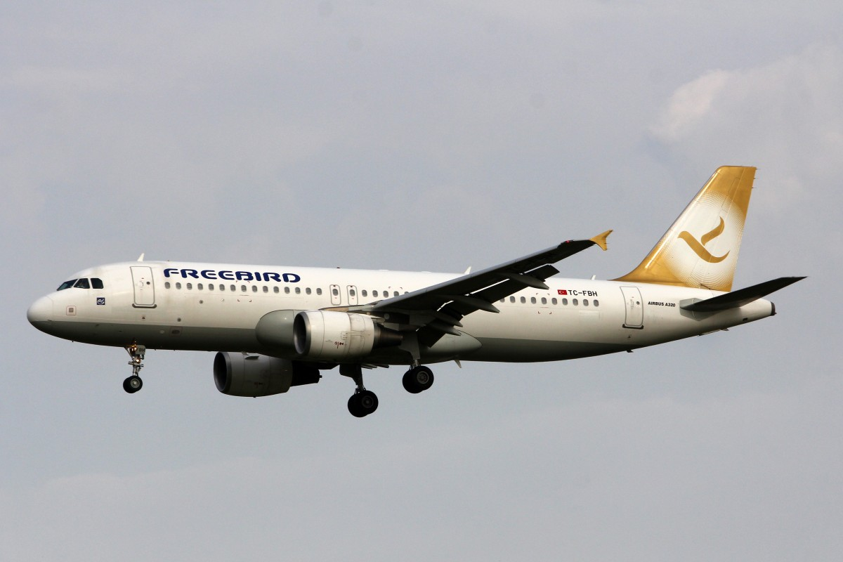 Freebird Airline, TC-FBH, Airbus A320-214, 5.Juli 2015, AMS Amsterdam, Netherlands.