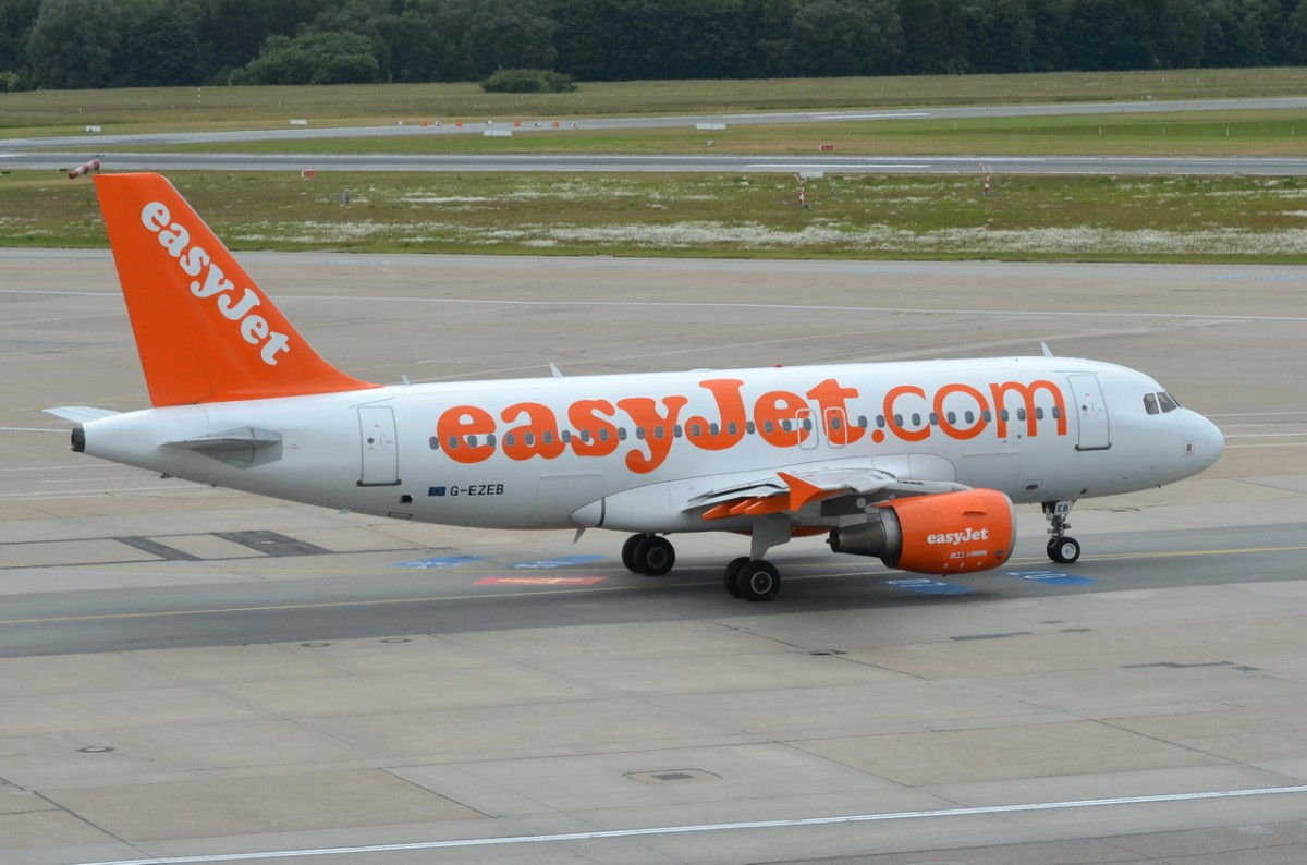 G-EZEB easyJet Airbus A319-111  in Hamburg am 15.06.2015 zum Start