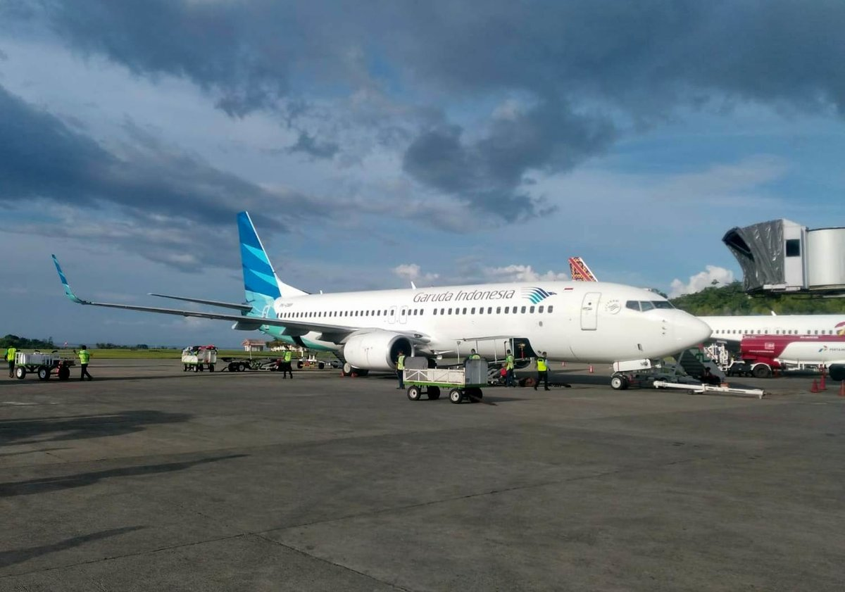 Garuda Indonesia, Boeing 737-8U3, PK-GMP, Pattimura International Airport (AMQ), 6.4.2019
