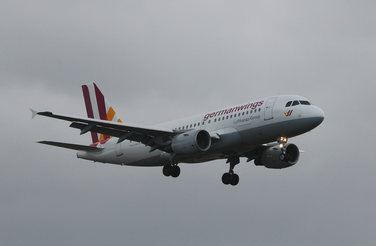 Germanwings A 319-112 D-AKNF bei der Landung in Berlin-Tegel am 09.11.2013