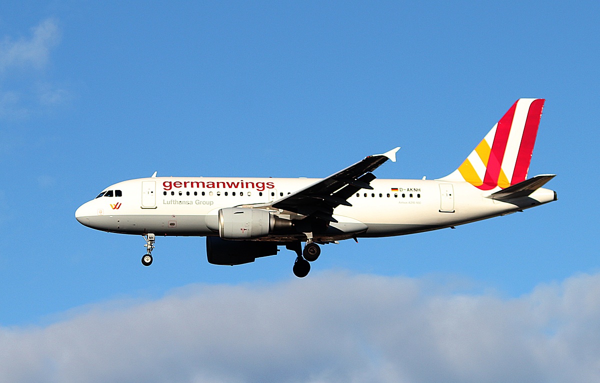 Germanwings A 319-112 D-AKNH bei der Landung in Berlin-Tegel am 11.01.2014