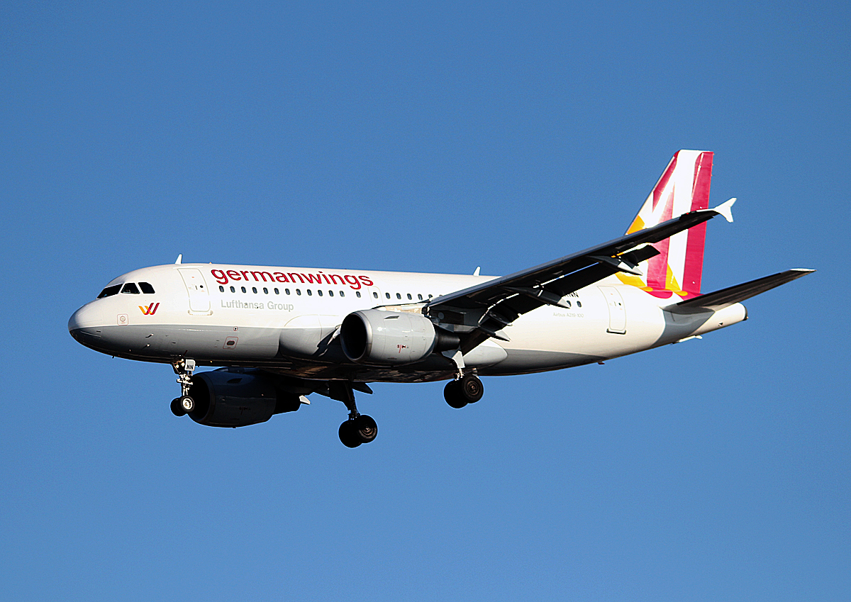 Germanwings A 319-112 D-AKNN bei der Landung in Berlin-Tegel am 22.02.2014