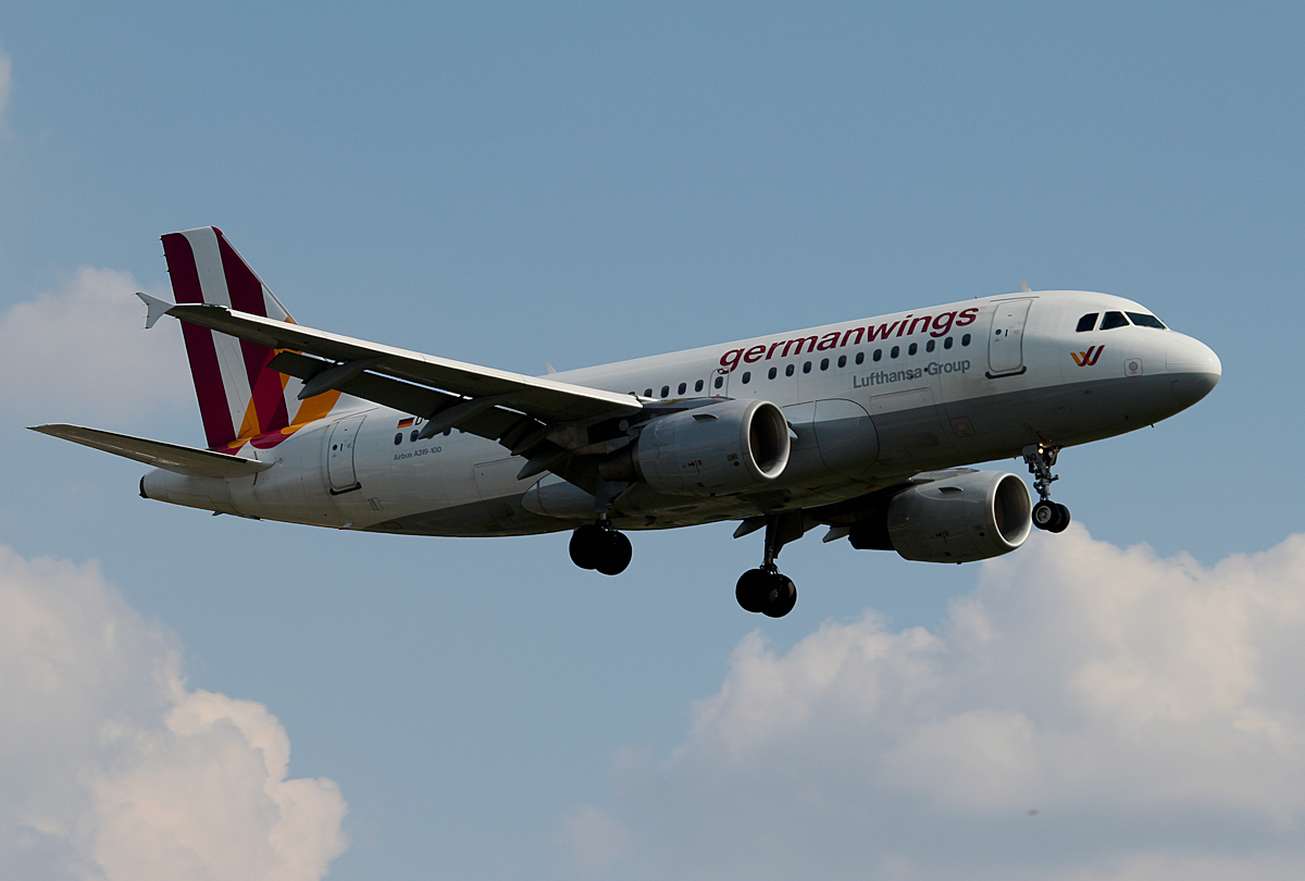Germanwings A 319-112 D-AKNQ bei der Landung in Berlin ...