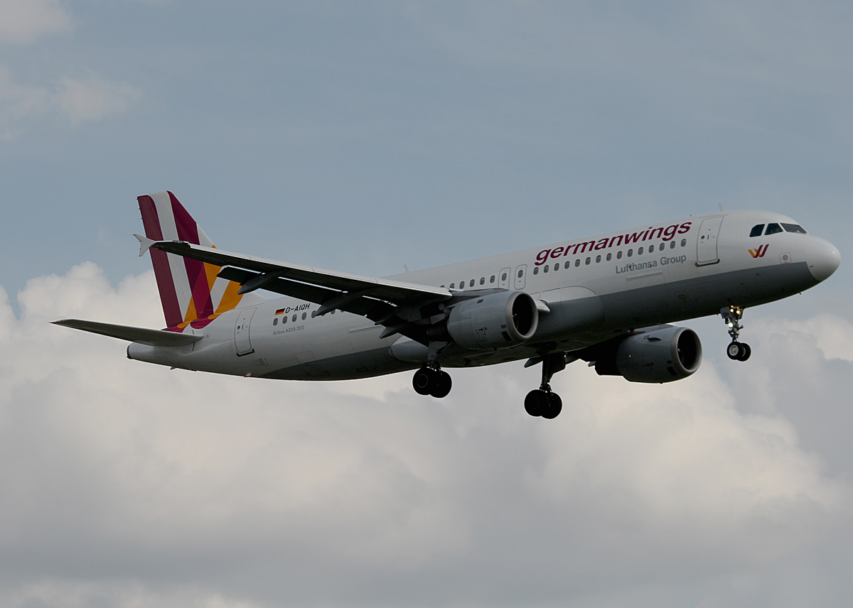 Germanwings A 320-211 D-AIQH bei der Landung in Berlin-Tegel am 09.05.2014