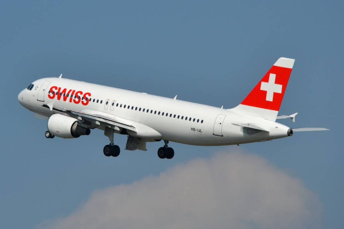 HB-IJL Swiss Airbus A320-214   gestartet in Tegel am 23.04.2014