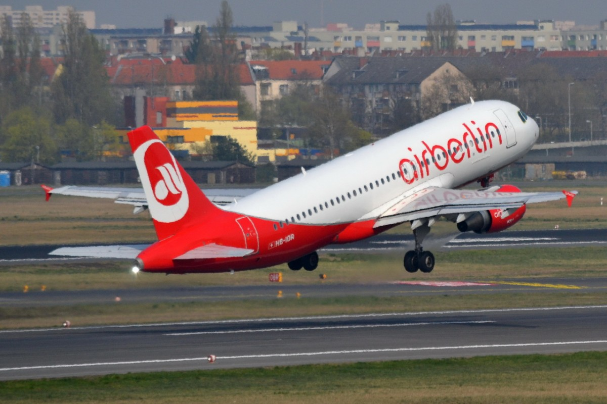 HB-IOR Air Berlin Airbus A320-214   Start in Tegel am 03.04.2014