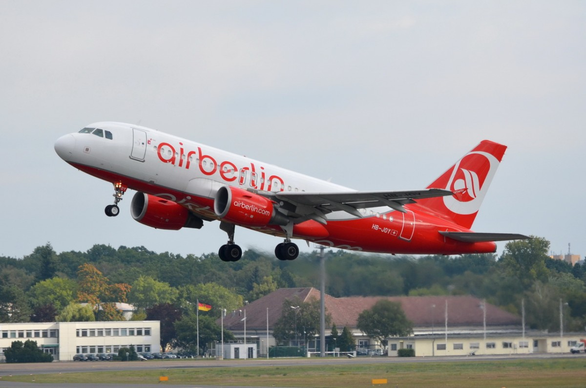 HB-JOY Air Berlin Airbus A319-112   in Tegel am 20.08.2014 gestartet