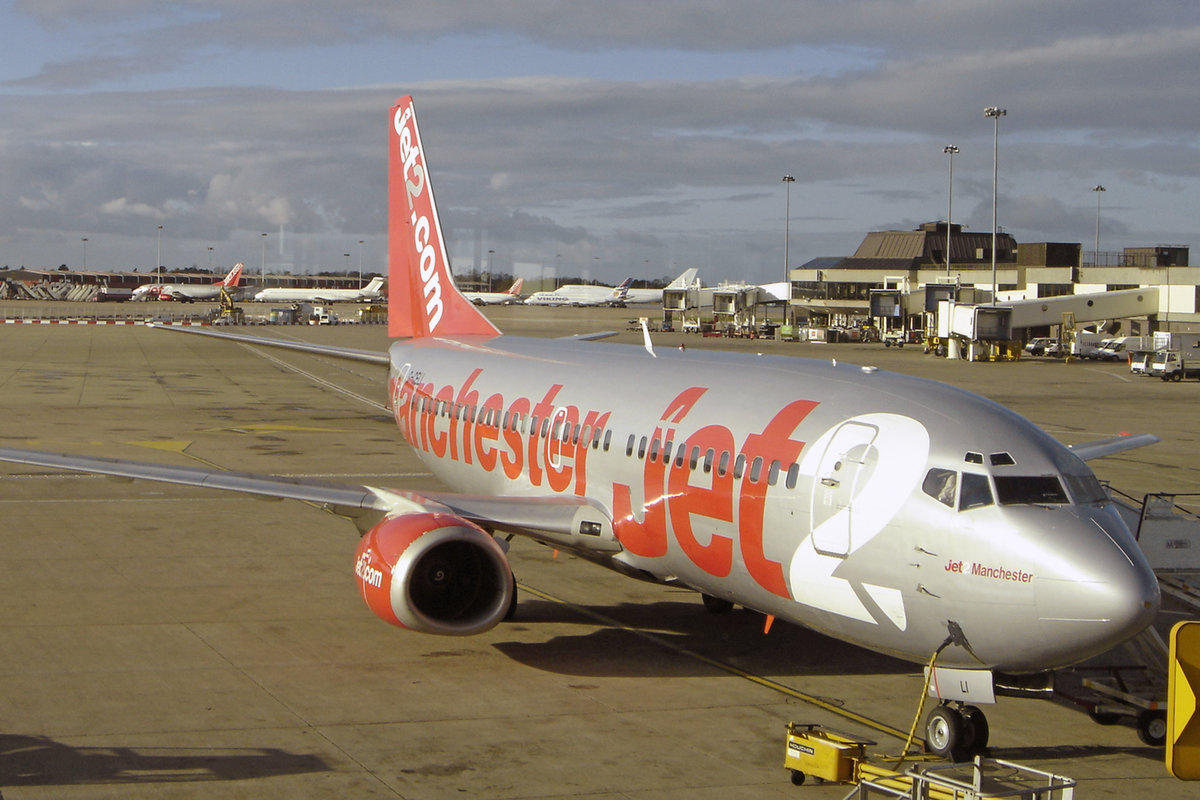 JET 2, G-CELI, Boeing B737-330, msn: 23526/1282, 15.November, MAN Manchester, United Kingdom.