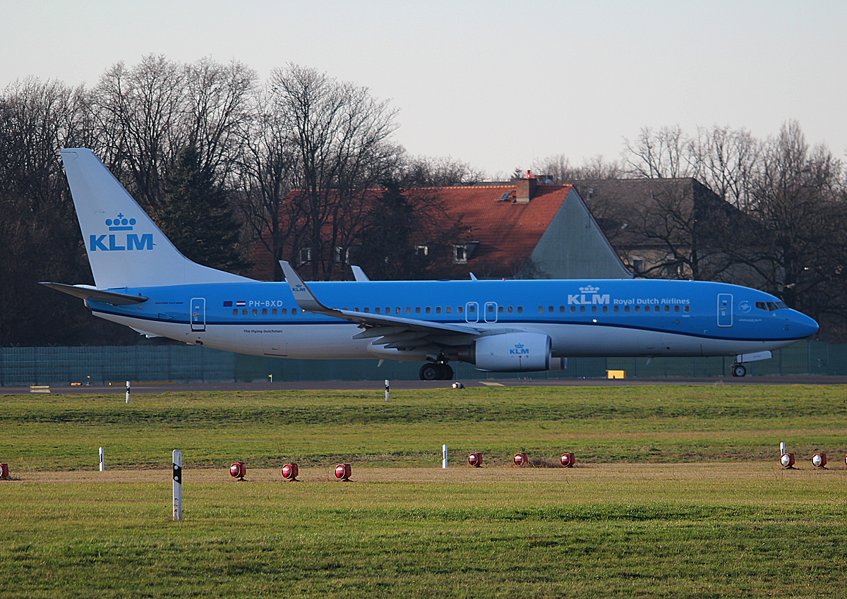 KLM B 737-8K2 PH-BXD kurz vor dem Start in Berlin-Tegel am 06.12.2015