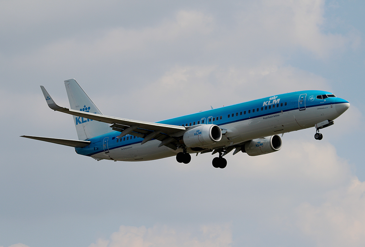 KLM B 737-8K2 PH-BXM bei der Landung in Berlin-Tegel am 08.08.2014