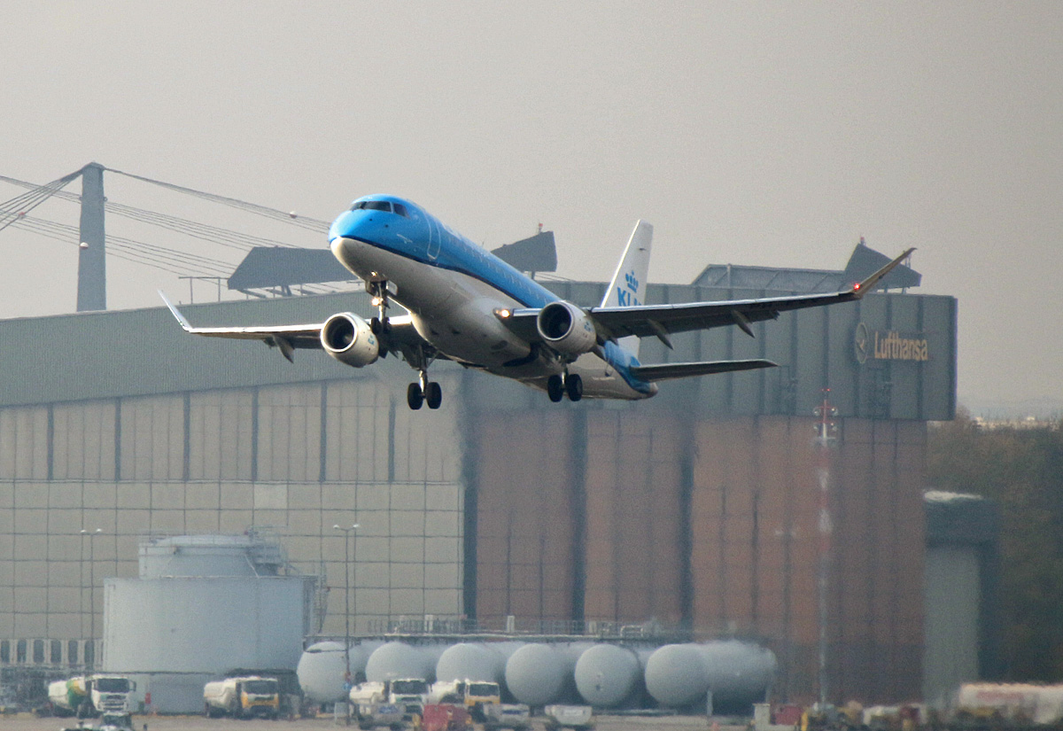 KLM-Cityhopper , ERJ-175-200STD, PH-EXX, TXL, 07.11.2020