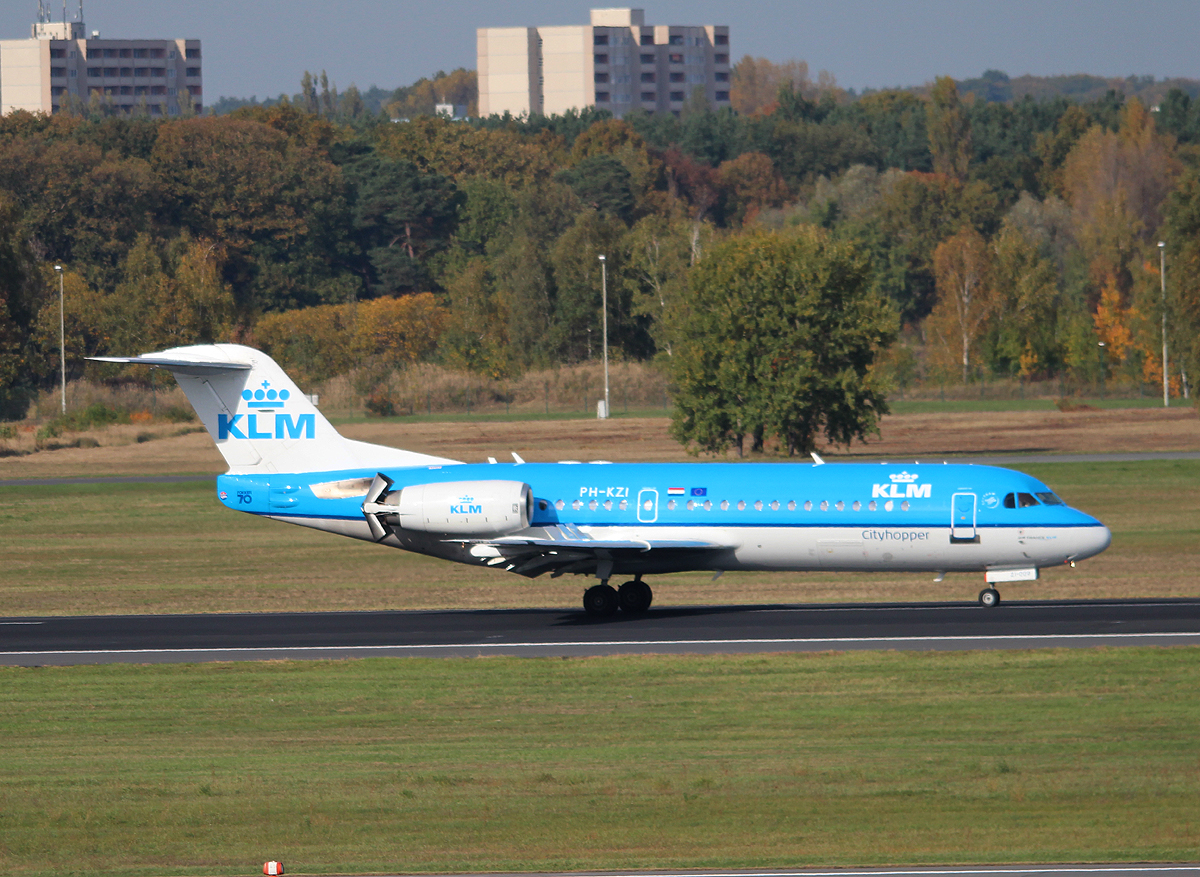 KLM-Cityhopper Fokker 70 PH-KZI nach der Landung in Berlin-Tegel am 19.10.2013