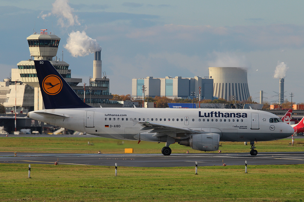 Lufthansa A 319-112 D-AIBD  Pirmasens  kurz vor dem Start in Berlin-Tegel am 09.11.2013