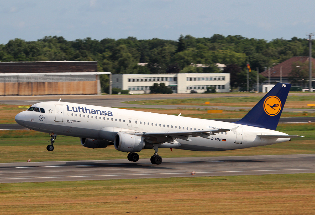 Lufthansa A 320-211 D-AIPH  Münster  beim Start in berlin-Tegel am 06.07.2013