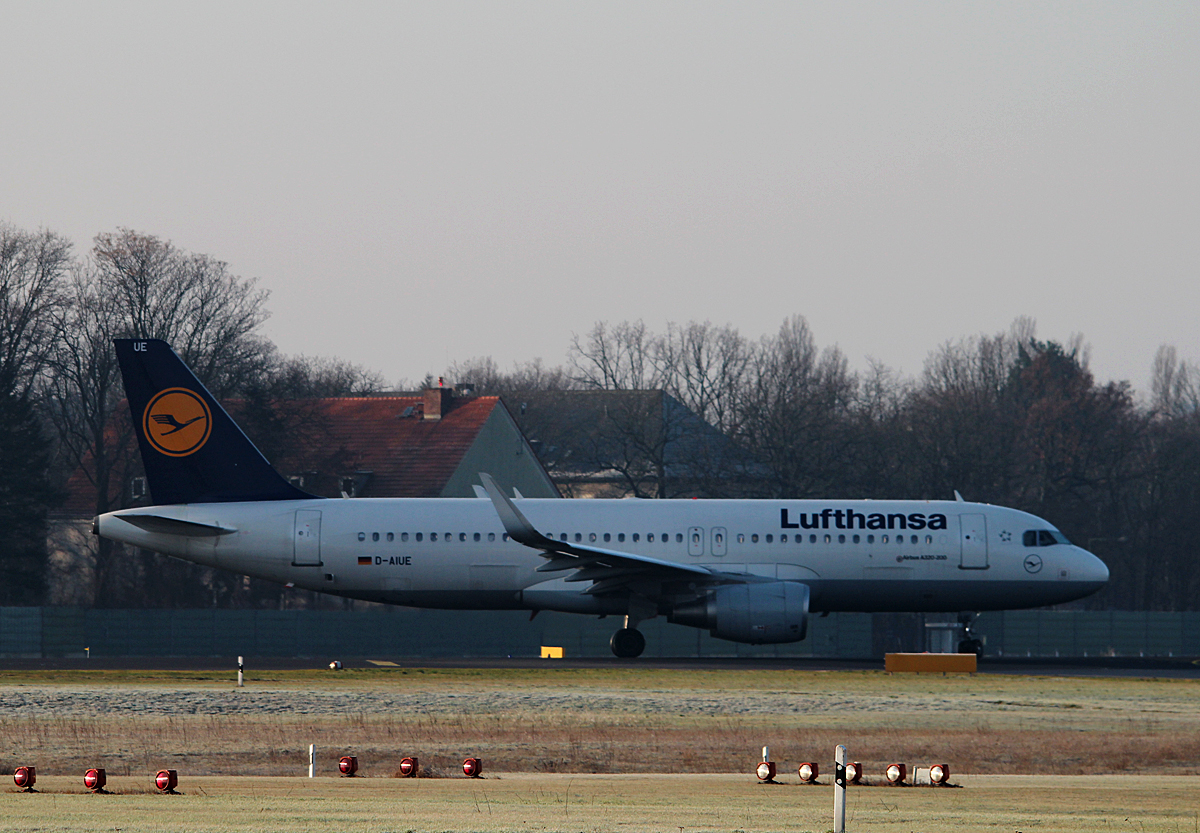 Lufthansa A 320-214 D-AIUE kurz vor dem Start in Berlin-Tegel am 18.01.2015
