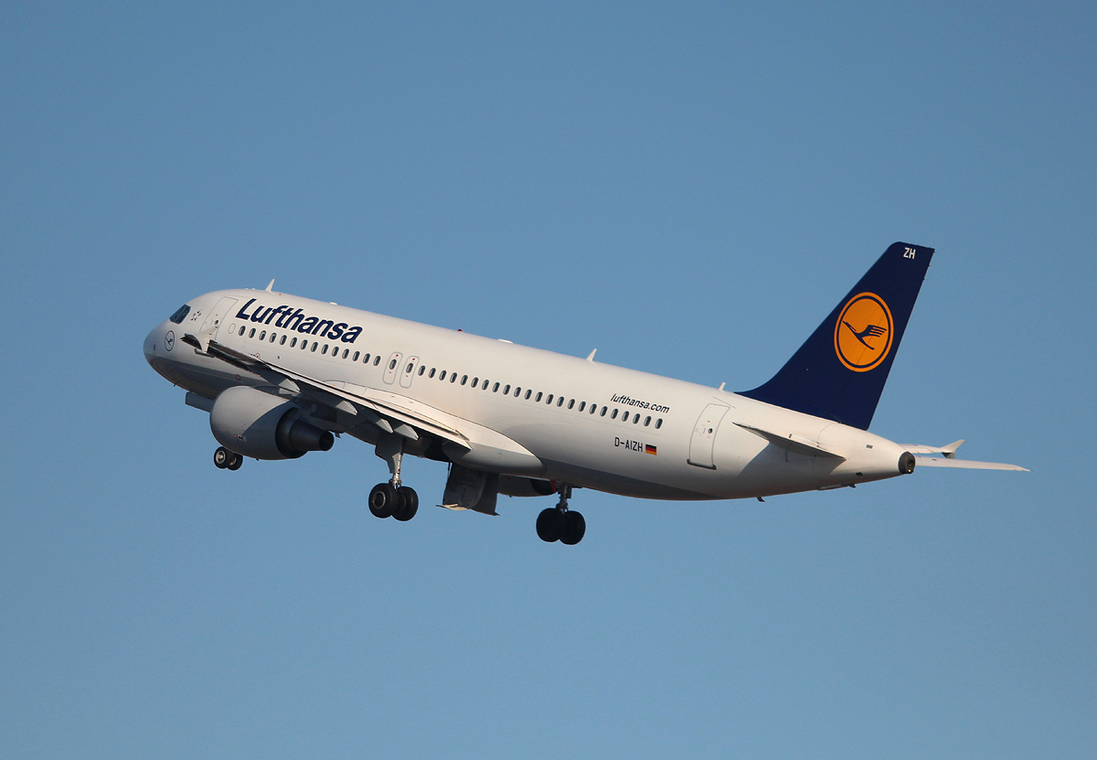 Lufthansa A 320-214 D-AIZH beim Start in Berlin-Tegel am 07.04.2013