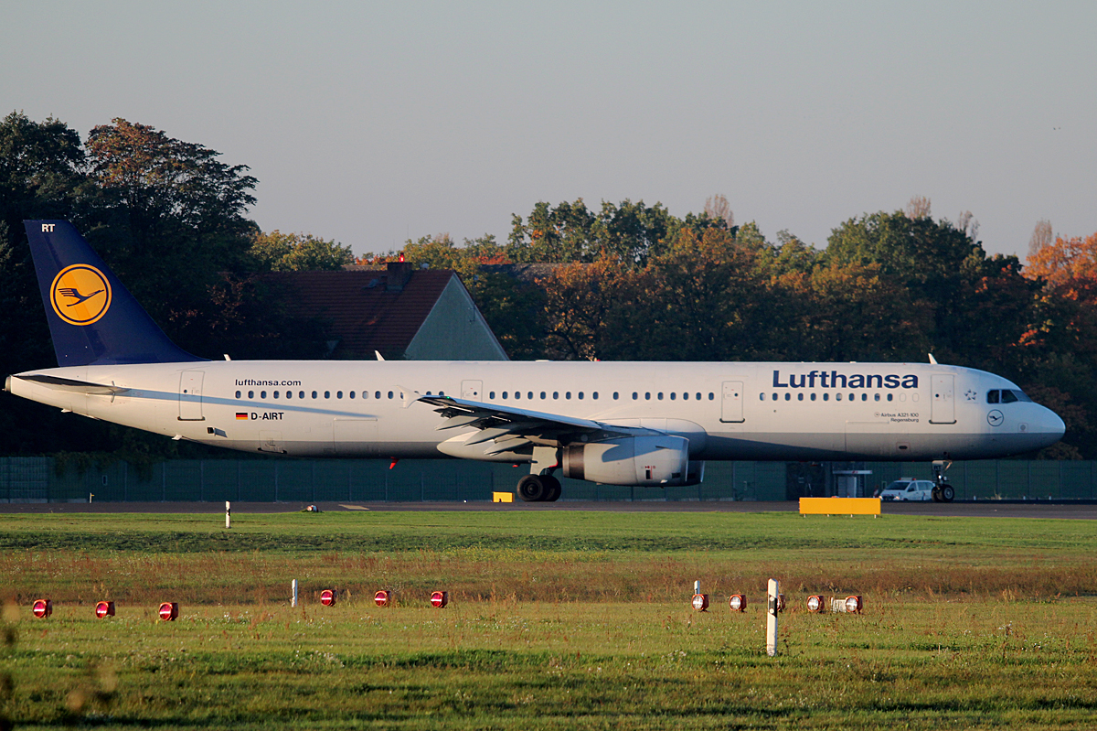 Lufthansa A 321-131 D-AIRT kurz vor dem Start in Berlin-Tegel am 19.10.2014