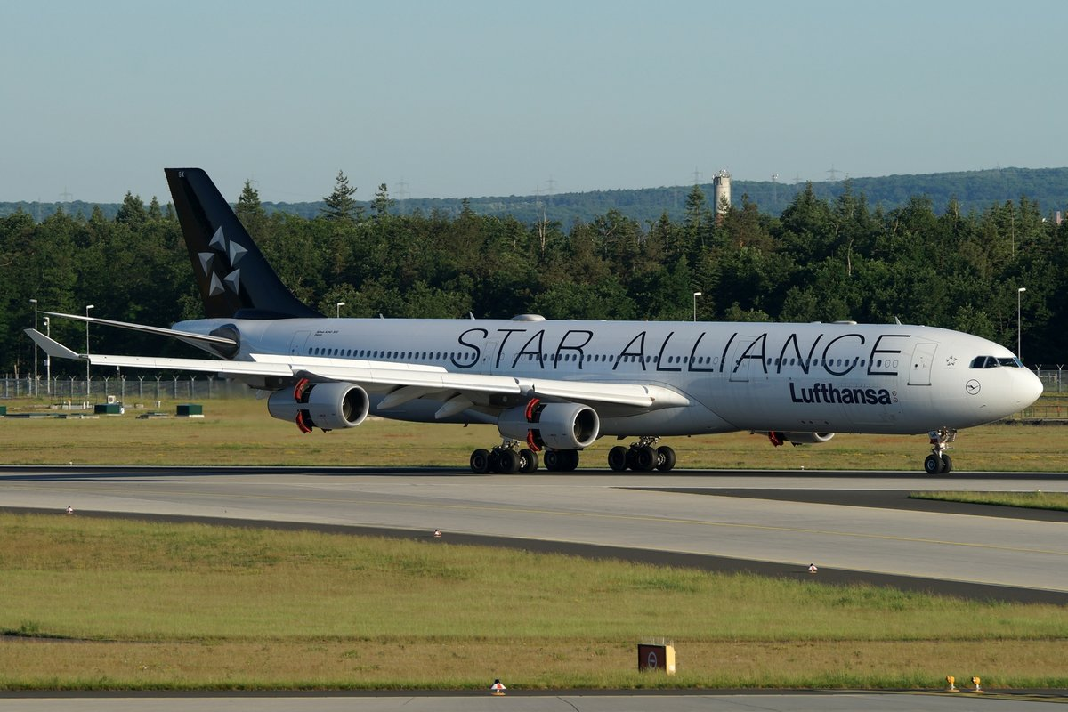 Lufthansa Airbus A340-313 D-AIGX, cn(MSN): 354,  Star Alliance ,