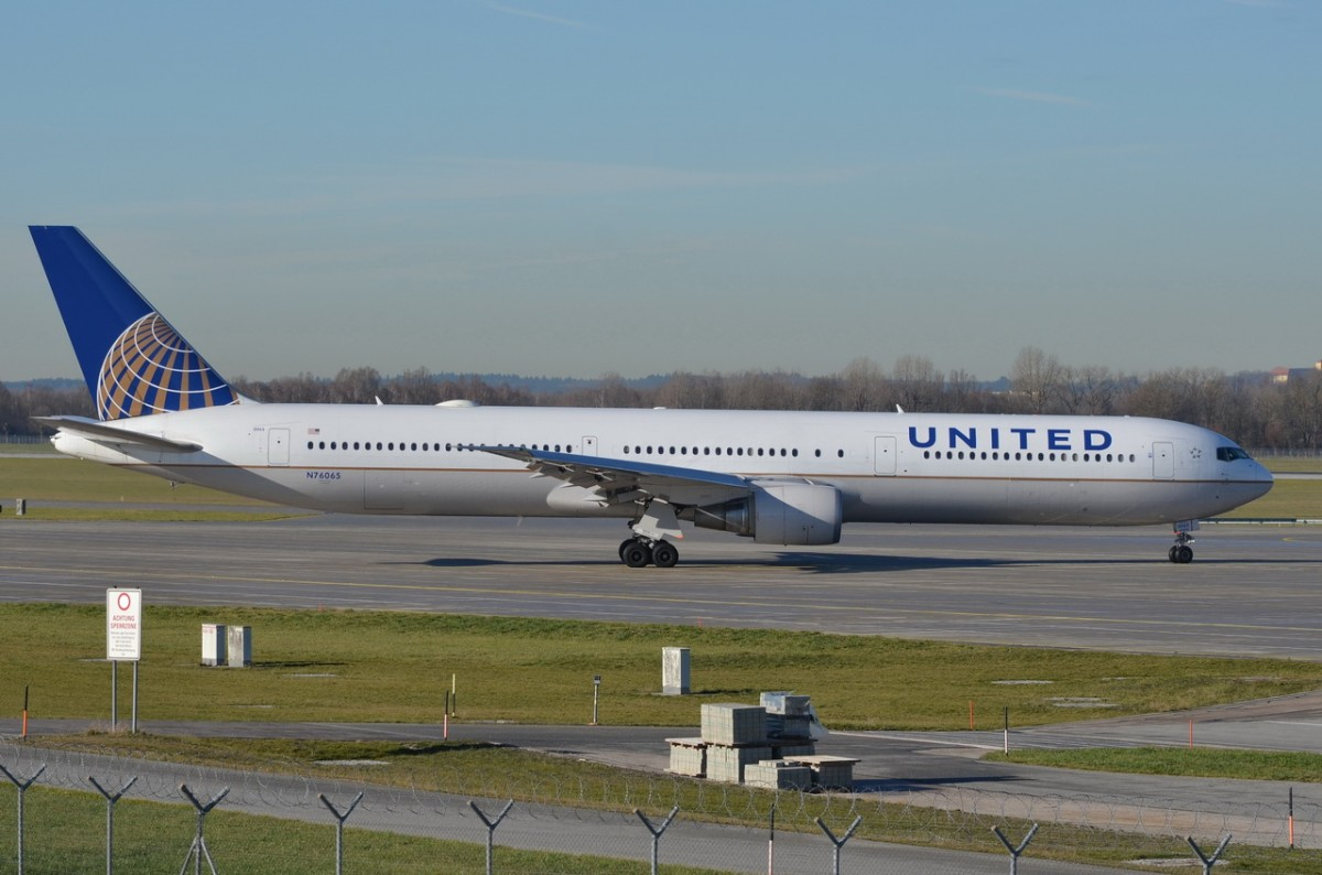 N76065 United Airlines Boeing 767-424(ER)  zum Start am 07.12.2015 in München