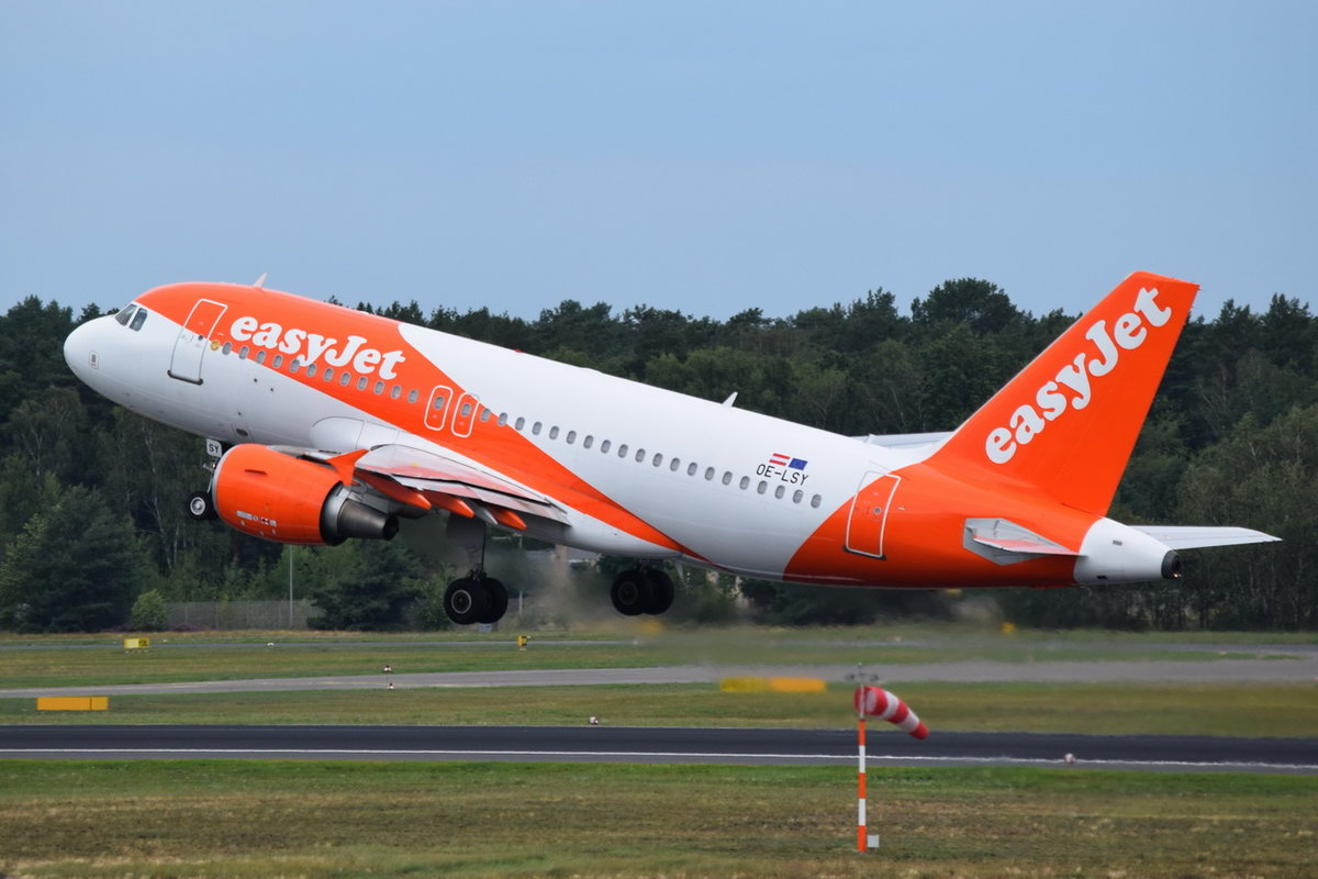 OE-LSY easyJet Europe Airbus A319-111 , TXL , 15.08.2019