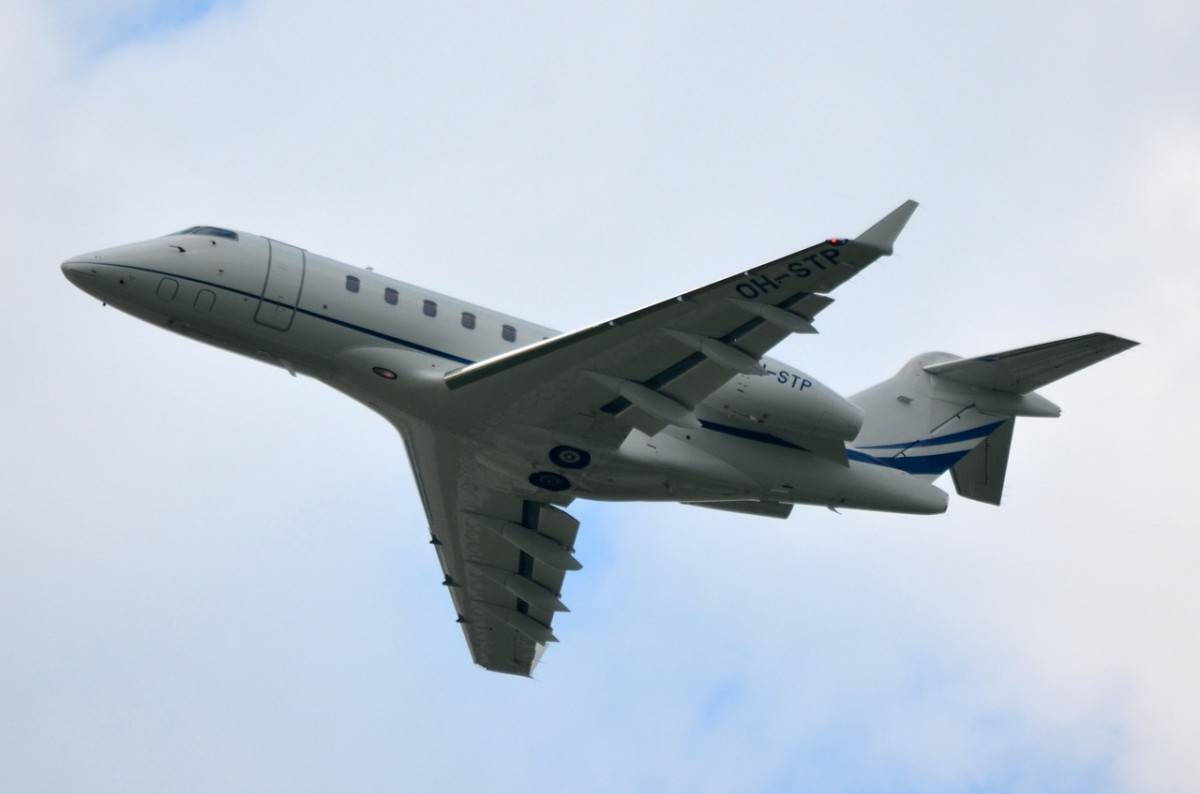 OH-STP Private Bombardier BD-100-1A10 Challenger 300   in München gestartet  13.05.2015