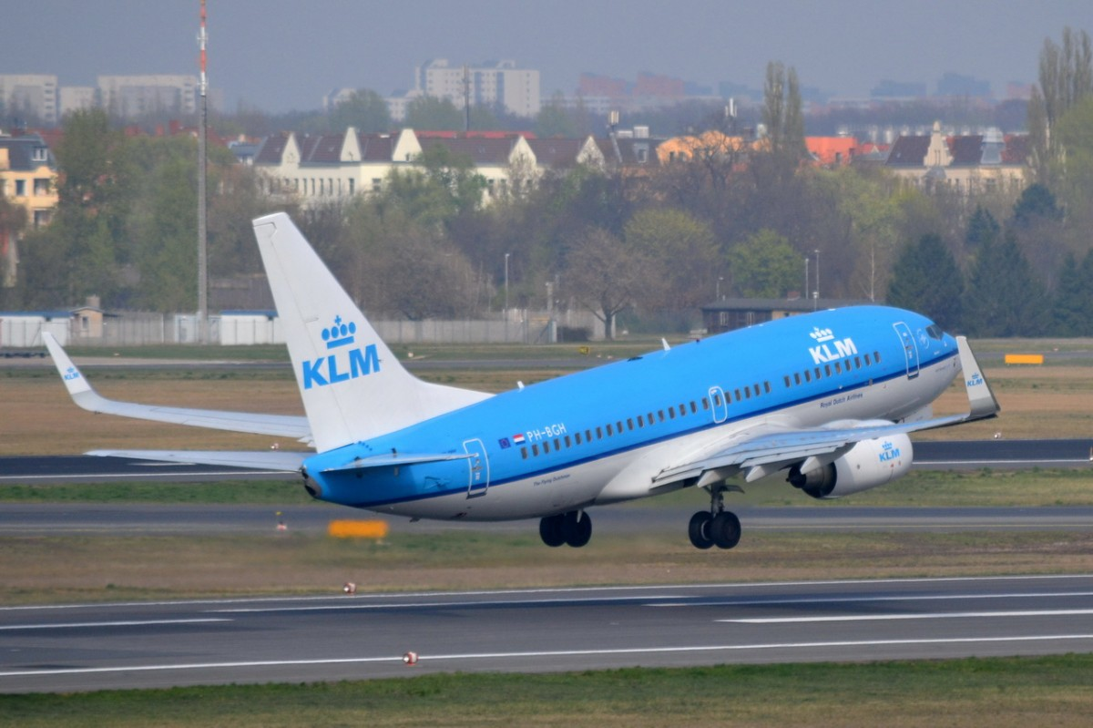 PH-BGH KLM Royal Dutch Airlines Boeing 737-7K2 (WL)   in Tegel gestartet am 03.04.2014