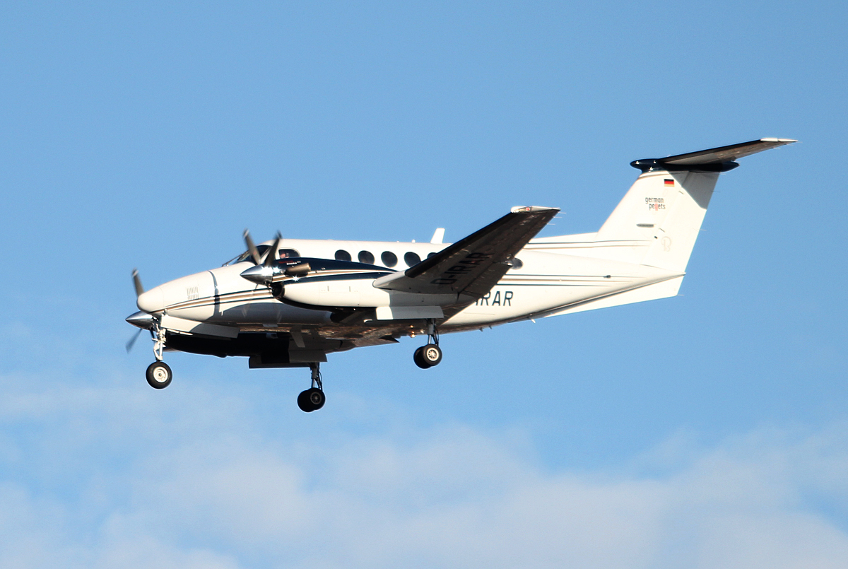 Private Beech B 200 Super King Air D-IRAR bei der Landung in Berlin-Tegel am 11.01.2014