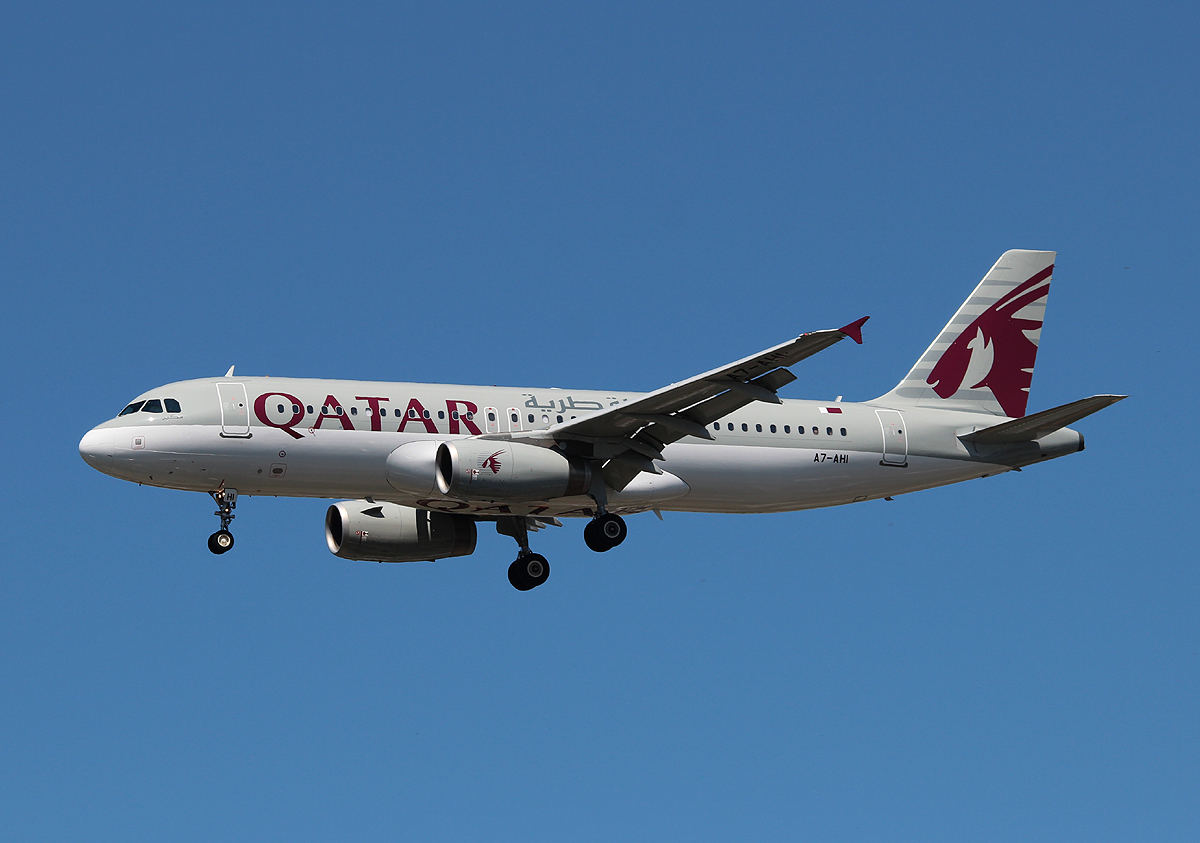 Qatar Airways A 320-232 A7-AHI bei der Landung in Berlin-Tegel am 06.07.2013