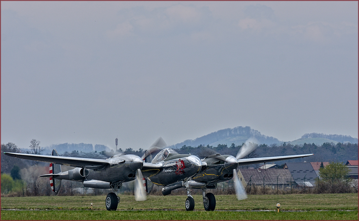 Red Bull N25Y; Lockheed P-38 Lightning; Maribor Flughafen MBX, Flying Bulls Training Camp; 4.4.2019