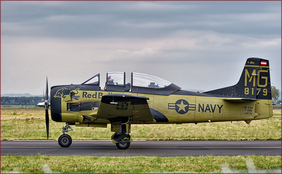 Red Bull OE-ESA, North american T-28B Trojan, Flying Bulls Training Camp auf Maribor Flughafen MBX. /4.4.2017