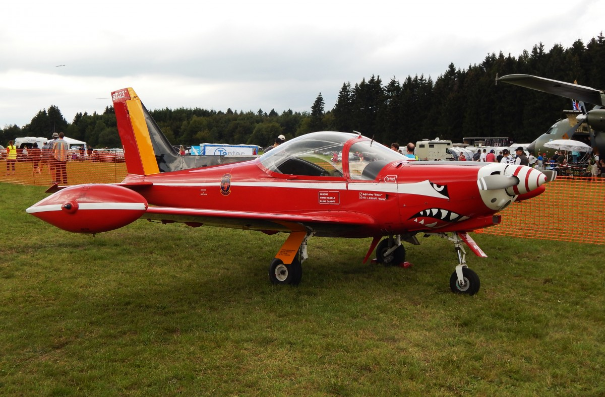 RED DEVILS  der BELGIAN AIR FORCE- Eine Maschine vom Typ Siai-SF-260 Marchetti