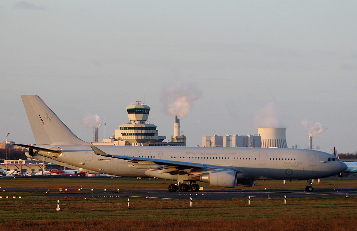 Royal Australia Air Force A 330-203(MRTT) A39-002 kurz vor dem Start in Berlin-Tegel am 14.11.2015
