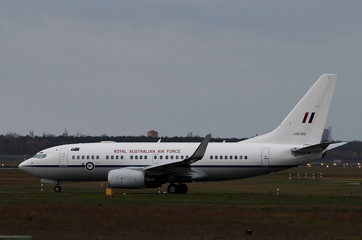 Royal Australian Air Force B 737-7DT(BBJ) A36-002 auf dem Weg zum Start in Berlin-Tegel am 14.11.2015