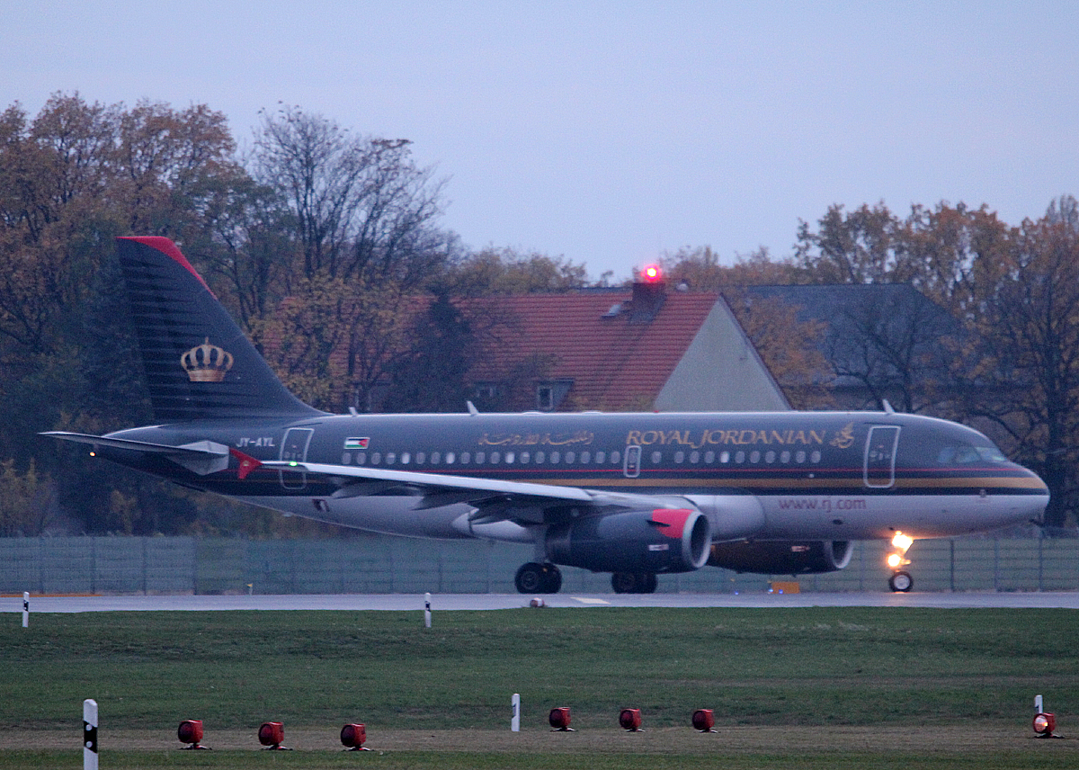 Royal Jordanian A 319-132 JY-AYL kurz vor dem Start in Berlin-Tegel am 09.11.2013