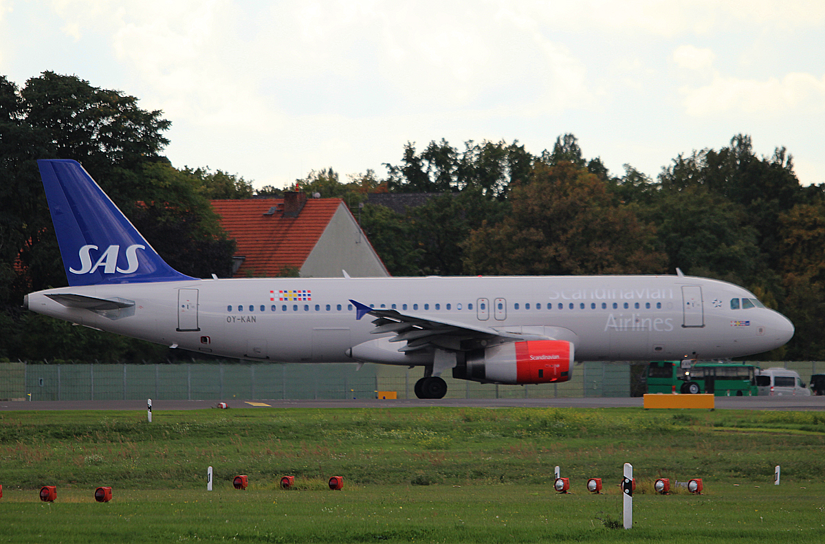 SAS A 320-232 OY-KAN kurz vor dem Start in Berlin-Tegel am 28.09.2013