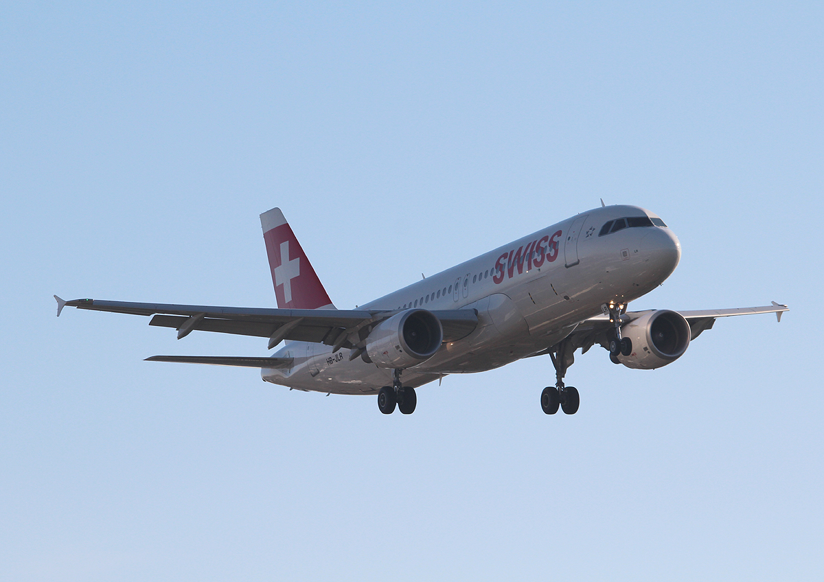 Swiss A 320-214 HB-JLR bei der Landung in Berlin-Tegel am 31.10.2013