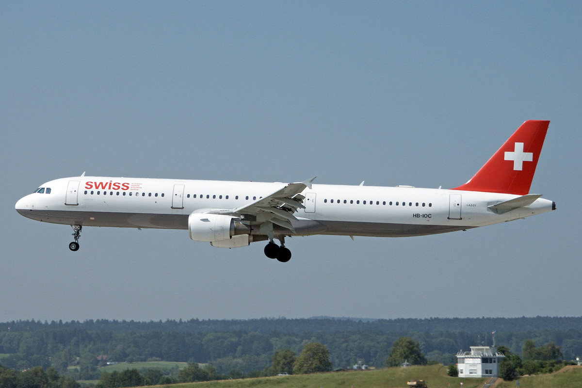 SWISS International Air Lines, HB-IOC, Airbus A321-111, msn: 520, 26.Juni 2002, ZRH Zürich, Switzerland.