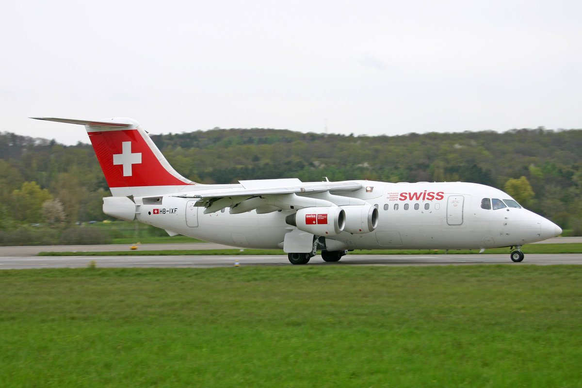 SWISS International Air Lines, HB-IXF, BAe Avro RJ85, msn: E2226,  23.April 2005, ZRH Zürich, Switzerland.