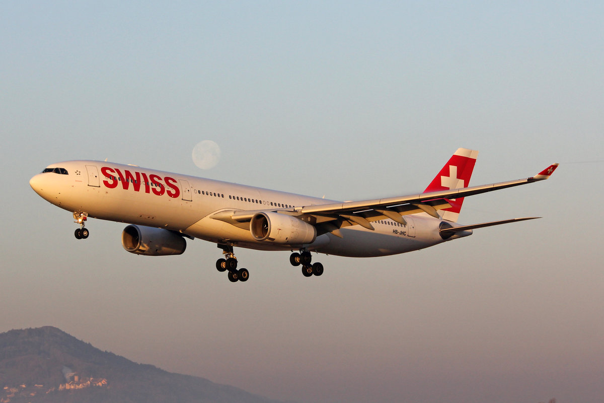 SWISS International Air Lines, HB-JHC, Airbus A330-343X, msn: 1029,  Bellinzona , 21.Februar 2019, ZRH Zürich, Switzerland.