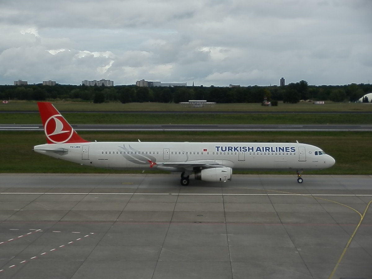 TC-JRO / Turkish Airlines / Airbus A321-231 / nach der Landung in Berlin Tegel TXL/EDDT / 15.09.2013