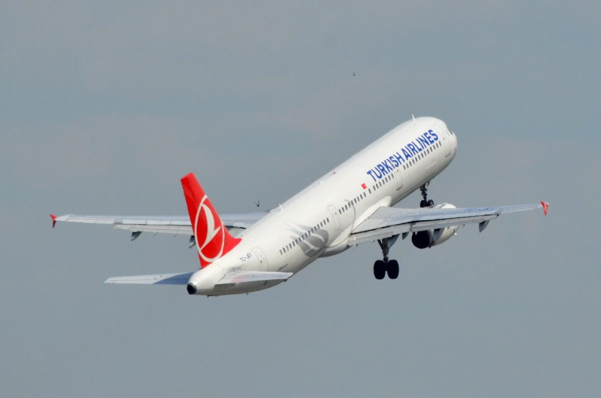 TC-JRT Turkish Airlines Airbus A321-231   am 27.06.2014 in Tegel gestartet