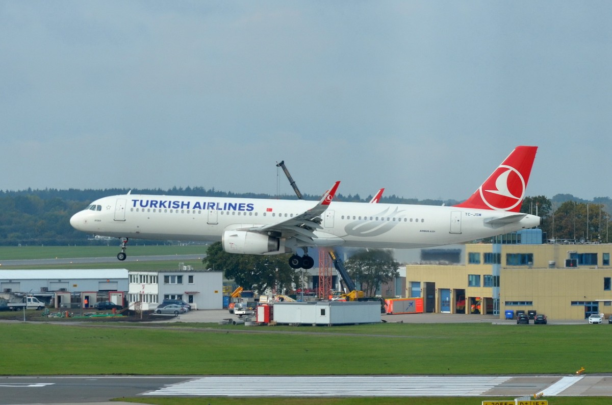 TC-JSM Turkish Airlines Airbus A321-231(WL)   Landeanflug Hamburg  20.10.2015