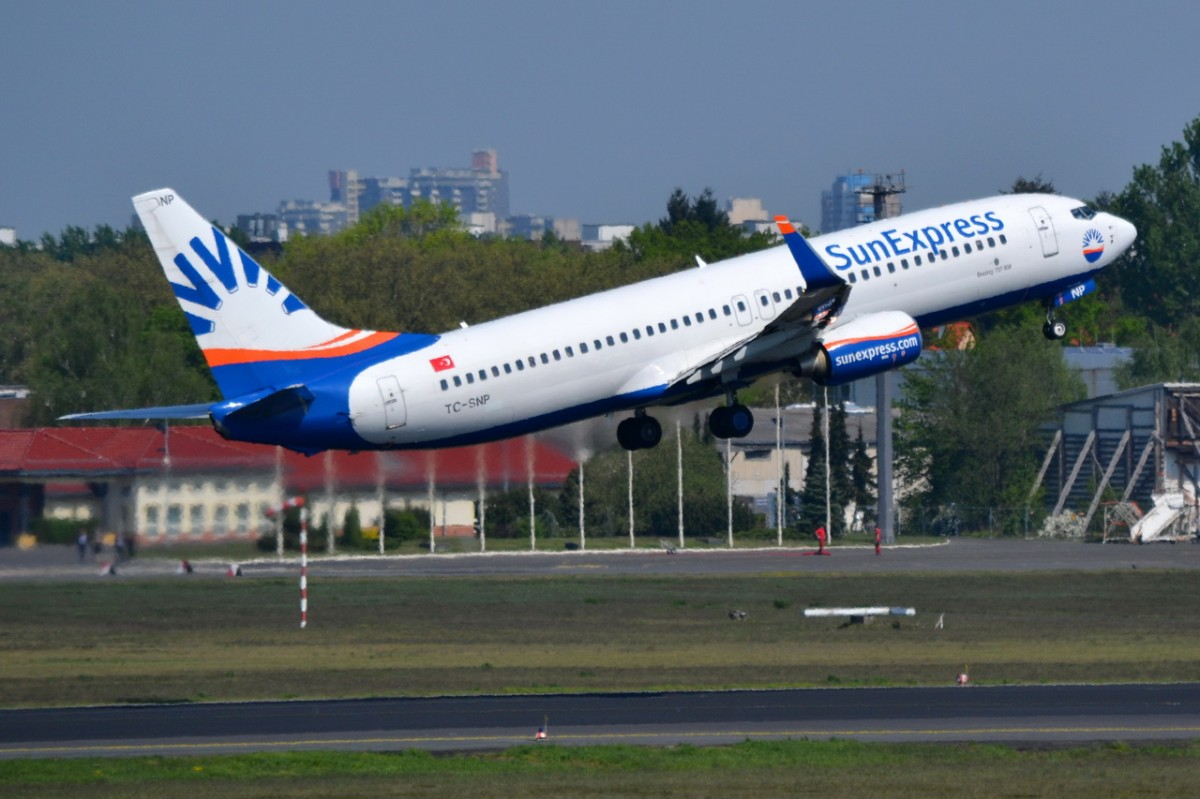 TC-SNP SunExpress Boeing 737-8HC (WL)   in Tegel gestartet am 25.04.2014